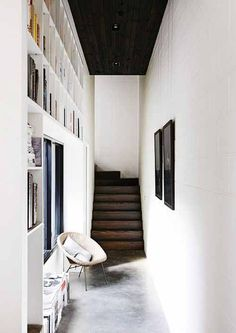 Interior Design Love the colors! greige: interior design ideas and inspiration for the transitional home Interior Design Watergate Apartmen. Home Interior, Interior Architecture, Interior And Exterior, Interior Decorating, Hallway Decorating, Modern Interior, Bookshelves Built In, Built Ins, Bookcases