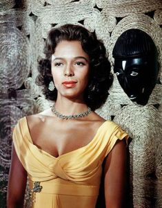 Best known for being the first African-American actress to be nominated for an Academy Award for Best Actress (for her performance in the 1954 film Carmen Jones) Dorothy Dandridge also had flawless grace and style Dorothy Dandridge, Hollywood Stars, Old Hollywood Glamour, Classic Hollywood, West Hollywood, Black Actresses, Hollywood Actresses, Classic Actresses, American Women
