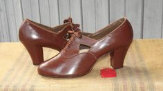 Late 30s brown cutout oxfords
