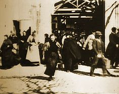 Screencap from Workers Leaving the Lumiere Factory 1895.
