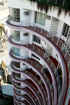 Edifício Germaine Burchard, localizado na Avenida Cásper Libero número 59 e Architecture Old, Futuristic Architecture, Trinidad, London View, Oscar Niemeyer, Old World, Brazil, Skyscraper, Around The Worlds