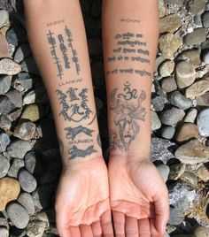 I love stuff like this. Truly love it. Probably my favorite type of designs for tattoos