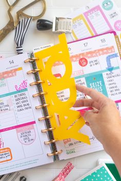 "Make a DIY Happy Planner Divider from a Plastic Folder (Free Template)DIY ""Today"" Planner Divider for Happy Planner // Planner SVG Templates // Upcycle a school folder into a planner divider to make the week! Planner Dividers, Planner Layout, Budget Planner, Planner Organization, Planner Pages, Life Planner, Printable Planner, Planner Stickers, Planner Diy"