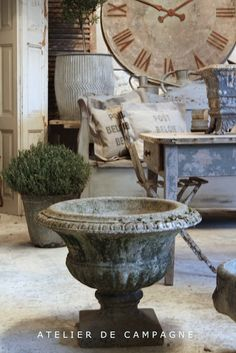 Atelier de Campagne always finds the loveliest old urns ...