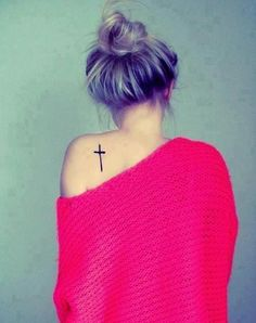 http://tattoomagz.com/cross-tattoo/cross-on-back-for-girl/