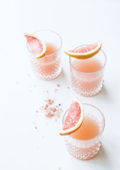 Fresh Fruity Cocktails To Sip - Serve up this deliciously pink Gorgeous Grapefruit Margarita to your girlfriends! Fruity Cocktails, Summer Cocktails, Cocktail Drinks, Cocktail Recipes, Alcoholic Drinks, Beverages, Margarita Cocktail, Margarita Tequila, Mojito