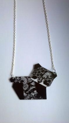 Collier panda origami impression dentelle : Collier par magalily