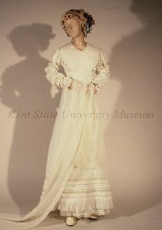 Empire style dress ca. 1818. Collection of the Kent State University Museum 1983.1.1885