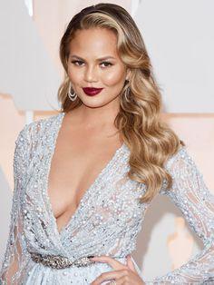Oscars 2015 - Chrissy Teigen dark wine-colored lipstick and vixen waves