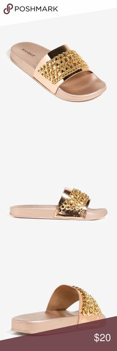 🆕 ROSE GOLD CHAIN SLIDES ! A pair of metallic slides featuring an oversized curb chain strap and an open toe. Cushioned insole. BAMBOO Shoes Sandals