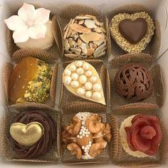 Adoçando seu dia!  #liviasormaniarteemdoces #sugarpaste #chocolate #doce #doces #docinhos ...
