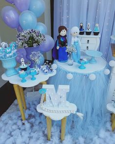 Festa Frozen: passo a passo e 85 ideias encantadoras Fourth Birthday, Frozen Birthday Party, 4th Birthday Parties, Frozen Party, Bolo Frozen, Snowflake Party, Frozen Costume, Party Desserts, Alice