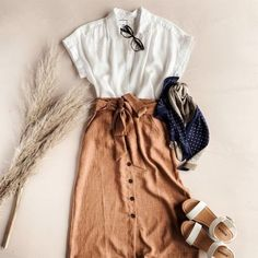 One of the coolest examples of trends is today: High Waisted Skirt Outfit ideas for summer for stylish ladies! Especially this is the most perfect outfit. Moda Outfits, Skirt Outfits, Casual Outfits, Cute Outfits, Casual Skirts, Modest Fashion, Fashion Outfits, Womens Fashion, Apostolic Fashion