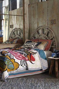 orologio vecchio come testiera del letto