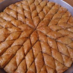 How to make homemade baklava? – Dessert Recipes ev yemekleri by aesendemirel Homemade Desserts, Dessert Recipes, Baklava Dessert, Ramadan Desserts, Turkish Sweets, Breakfast Pictures, Desserts With Biscuits, Wie Macht Man, Food Articles