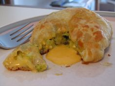 cheddar broccoli en croute - Pepperidge Farms Vegetables in Pastry Broccoli in Cheese Sauce inspired Cheese Pastry, Cheese Puffs, Cheese Sauce, Broccoli Cheddar, Broccoli And Cheese, Pepperidge Farm Puff Pastry, Looks Yummy, Main Meals, Vegetarian Recipes