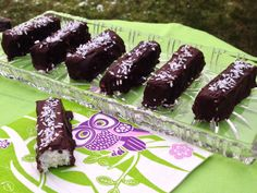 Hjemmelavede Bounty Bars - LCHF week-end treat Chocolate Bar Recipe, A Food, Food And Drink, Keto Cake, Christmas Snacks, Lchf, Health Diet, Low Carb Recipes, Nom Nom