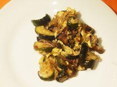 Revuelto de calabacines y setas Kung Pao Chicken, Sprouts, Menu, Tasty, Vegetables, Ethnic Recipes, Food, Gastronomia, Arrows