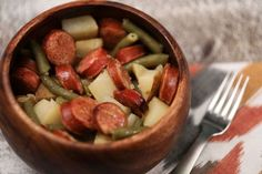How to make a potato, sausage and green bean casserole in a slow cooker (video)