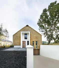 Spectacular Vernacular: contemporary applications of craft-based building methods