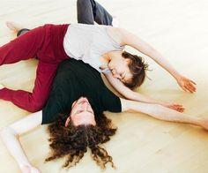 Dieser #ContactImprovisation-#Workshop richtet sich speziell an #Paare, die neue #Kommunikationsmöglichkeiten und mehr #Intimität in ihre Beziehung einladen möchten. Wir bieten einen idealen Rahmen, um neue #Bewegungs- und #Tanzmethoden gemeinsam mit anderen Paaren #spielerisch zu erfahren.