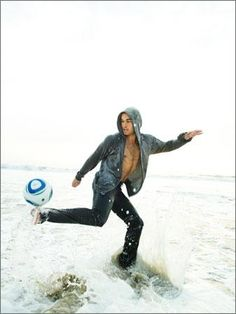 Play soccer with Landon Donovan. It would be a dream come true! Favorite player of all time. Love, love, love him.