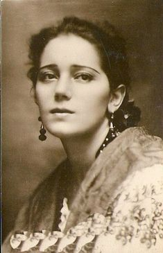 size: Photographic Print: Raquel Meller Spanish Film Actress and Singer : Vintage Photos Women, Vintage Photographs, Charlie Chaplin, Artistic Photography, Portrait Photography, Spanish Woman, Silent Film Stars, Movie Stars, Historical Pictures
