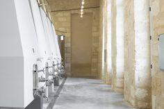 Hekla / interior design / Château d'Anglade / cuvier de vinification / chai viticole / vin / béton / muuto