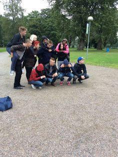 Ensimmäisellä rastillamme piti myös tehdä pyramidi ja tämä oli ryhmämme näkemys siitä. (Leena)