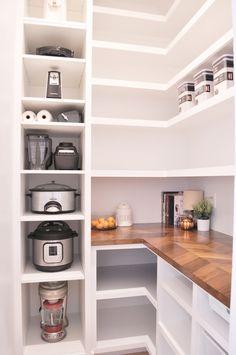 Farmhouse Kitchen Cabinets, Kitchen Pantry, Diy Kitchen, Kitchen Decor, Kitchen Ideas, Summer Kitchen, Kitchen Small, Updated Kitchen, Kitchen Island