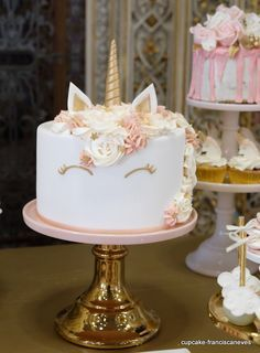Birthday is a special day for everyone, and a perfect cake will seal the deal. Fantasy fictions create some of the best birthday cake ideas. Surprise your loved one with a creative cake that displays the best features of his/her favorite fantasy fictions! Cool Birthday Cakes, Unicorn Birthday Parties, Unicorn Party, Unicorn Cakes, Birthday Ideas, Unicorn Head, Rainbow Unicorn, Birthday Cupcakes, Beautiful Cakes