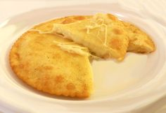 Piatto tipico di Ovodda, da non confondersi con la seada, si può consumare come un primo piatto cucinato come una normale pasta e accompagnato da un sugo di