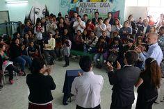 """""""Para nosotros 'Casa Abierta' fue una respuesta inmediata"""" http://www.ambitosur.com.ar/para-nosotros-casa-abierta-fue-una-respuesta-inmediata/ Lo dijo Verónica Valdez, referente de una cooperativa con la que el gobernador Martín Buzzi firmó hoy un acuerdo en el marco del Programa """"Pueblo por Pueblo"""" desarrollado en Trelew.      El mandatario provincial supervisó además los notorios avances del Centro de Encuentro La Laguna junto a integrantes de la Junta Prom"""