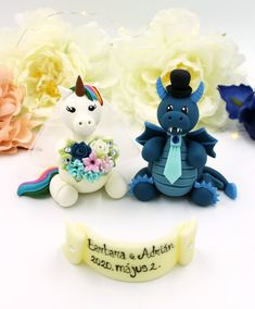 Personalized wedding cake topper, unicorn and dragon cake topper, geek Mr and Mrs nerd fantasy cake topper wedding cake decor Gamer Wedding Cake, Geek Wedding, Unique Wedding Cakes, Wedding Ideas, Handmade Wedding, Blue Wedding, Personalized Wedding Cake Toppers, Custom Cake Toppers, Unicorn Wedding