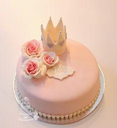 Roses and crown cake, christenincake