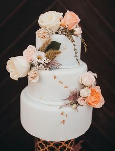 white floral cake Palm Springs, Wedding Desserts, Wedding Cakes, Summer Wedding Decorations, Garden Wedding Inspiration, Floral Backdrop, Fashion Cakes, Colorful Cakes, Bride Accessories