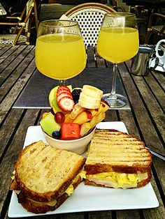 Grab this fantastic happy hour offer from the #BambooLounge. Enjoy great discounts on well drinks, #sangria, #cocktails, house wine and beers. Food Specials, include T-Deli sandwiches($5), #GarlicBread($3), #Panini ($4) and #VegeTableTempuraPlate ($6), wine bottles are also available at half the price.