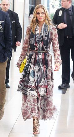 54 Times Olivia Palermo Made Me Hate My Outfit: If you're like us, you've spent many a morning staring at your closet asking one very important question: what would Olivia Palermo wear? Ways To Wear A Scarf, How To Wear Scarves, Style Olivia Palermo, Looks Chic, Mode Style, Club Style, Fashion Week, Fashion Photo, Style Fashion