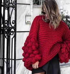 68 отметок «Нравится», 1 комментариев — Вязаный свитер Москва (@luxe.knit) в Instagram: «Доброе утро  Красной пряжи осталось на 1 свитер  друзья, лучше звонить для заказа в ближайшее…»