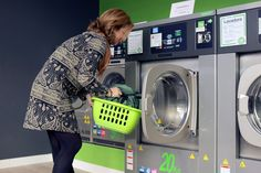 Must know the Important Points On Why People Prefer Online Laundry Services. Here are the advantages you get while you opt for a home laundry service. Hand Washing, Washing Clothes, Best Washing Machine Cleaner, Online Laundry, Wash Pillows, Bed Pillows, Wash Tubs, Pillow Reviews, Cleaning
