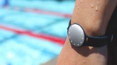 La pulsera inteligente Speedo Shine perfecta para nadadores http://www.pulserainteligente.net/2015/08/speedo-shine-la-pulsera-inteligente.html Es la pulsera que mide distancias fuera y dentro de la piscina.