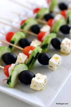 Recipes Snacks Finger Foods Greek Salad on a Stick - great appetizer idea for a party Best Party Appetizers, Skewer Appetizers, Fingerfood Party, Appetizer Recipes, Snack Recipes, Cooking Recipes, Healthy Recipes, Appetizer Party, Appetizer Ideas