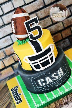 Football Cake Sport Cakes, Drink Bottles, Birthday Parties, Food, Nfl, Texas, Party Ideas, Football, Wedding