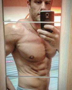 Ich mag die Lichtverhältnisse auf der Sonnenbank wer kennts? ! #getshredded#getfit#fitboy#fits#fitspo#fitfamdk#muscles#strong#lift#flex#abs#todaydetails#noexcuses#nopainnogain#gym#gymlife#gymismydrug#follow#follow4follow#motivation#fitforlife#train#fitness#training#insta#fitfam#comingbackstronger#lifestyle#mystyle
