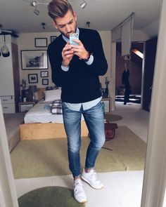 How to wear casual clothes like a street style star. 15 super cool casual outfit ideas for guys. Mens Fashion Blog, Fashion Mode, Fashion Styles, Mens College Fashion, Fashion Ideas, Fashion Menswear, Urban Fashion, Fashion Clothes, Paris Fashion