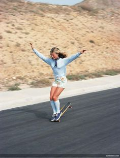 """50 Classy People From The Past Who Remind Us What """"Cool"""" Really Means! - Ellen O'Neal, the greatest woman freestyle skateboarder in the 1970s."""