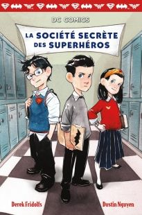 Fréquenter une nouvelle école n'est pas chose facile surtout lorsque l'on se nomme Bruce Wayne et que l'école en question est l'académie Doomvale. Une bande de farceurs sillonnent les couloirs, une brute nommée Bane cherche toujours la bagarre, et le directeur Hugo Strange semble très, très étrange.  Ce roman original relate les péripéties du jeune Bruce Wayne et de ses amis Clark (Superman) et Diana (Wonder Woman) alors qu'ils mettent sur pied une agence de détectives.