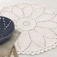 30 Ideas Crochet Doilies Square Products For 2019 Crochet Doily Rug, Crochet Rug Patterns, Crochet Carpet, Crochet Squares, Crochet Home, Crochet Stitches, Free Crochet, Tshirt Garn, Crochet Decoration