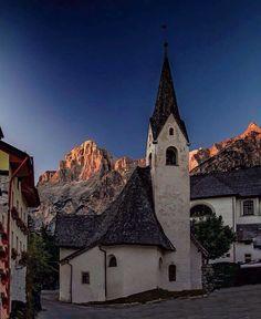 Chiesetta a San Vito di Cadore con il Marcora Belluno Dolomiti Veneto Italia