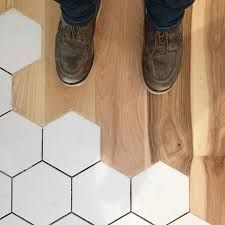 Transitioning to hexagon floor tile can be a bit tricky from a hardwood floor. T… La transition vers un carrelage … Hardwood Floor Colors, Wood Tile Floors, Wooden Flooring, Kitchen Flooring, Hardwood Floors, Flooring Ideas, Unique Flooring, Plank Flooring, Tile To Wood Transition